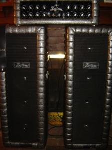 Kustom column PA speakers and amp