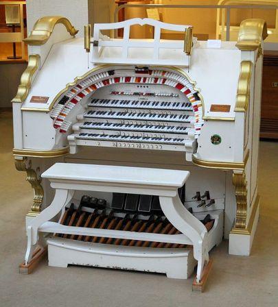 "Wichita's ""Mighty Wurlitzer"" Theatre Organ"